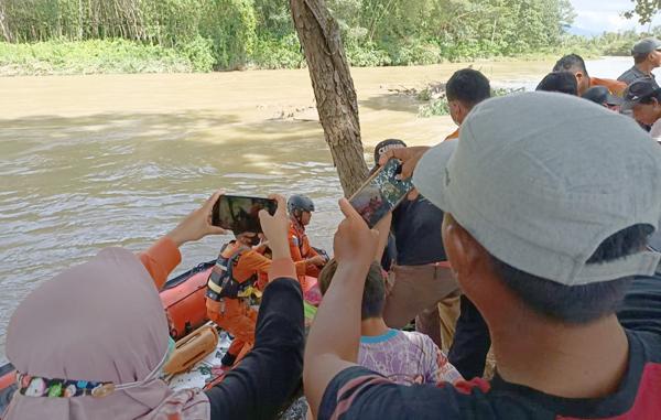 Korban Hanyut Warga Embong Ditemukan Setelah Pencarian Selama 3 Hari